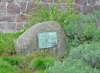 """Kurt Schlosser - Kurt Schlosser memorial stone before the Hellerau German Workshops (Dresden); the caption simply reads """"To our work colleague, the resistance fighter Kurt Schlosser, executed 16.8.1944"""""""