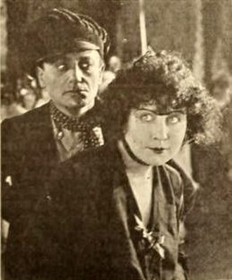 L'apache - Macey Harlam and Dorothy Dalton in the film