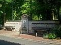 L'Isle-Adam (95), fontaine et auges des écuries du château de Conti, avenue des Écuries.jpg