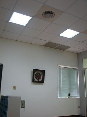 English: Dropped ceiling equipped with LED lighting.