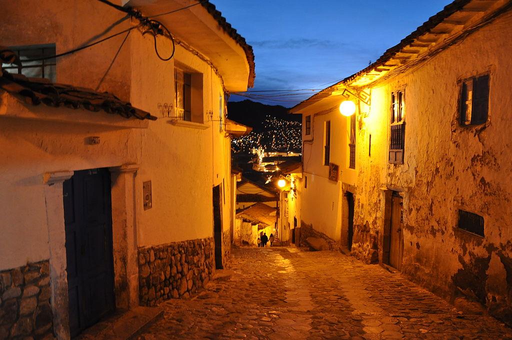 Lascar Barrio San Blas (San Blas neighbourhood) at dusk (Cuzco) (4577527173)