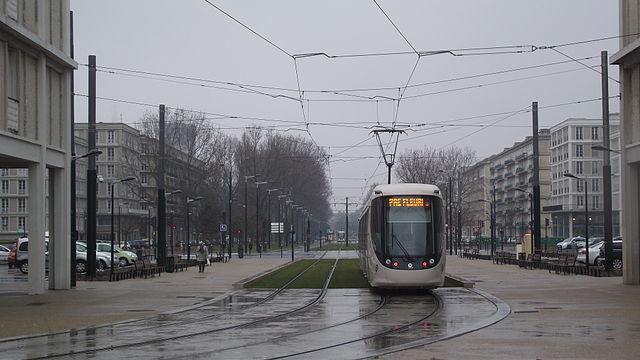 File:Le Havre tram Avenue Foch II.jpg - Wikimedia Commons