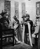 Le commandant d'Ollone offrant l'écharpe de félicité au Dalaï-Lama.png