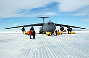 Lockheed C-141 Starlifter -2