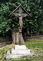 London-Woolwich, St Mary's Gardens, crucifix.JPG