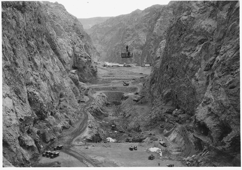 File:Looking upstream through foundation excavation at dam site and power plant location. View from suspension bridge at... - NARA - 293855.tiff