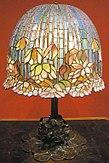 Louis comfort tiffany, lampada da tavolo pomb lily, 1900-10 ca..JPG