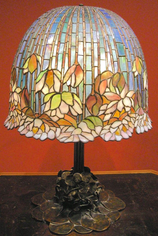 Louis comfort tiffany, lampada da tavolo pomb lily, 1900-10 ca.