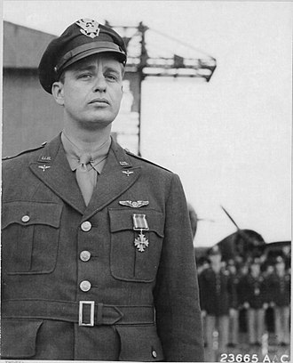 Elliott Roosevelt - Roosevelt receiving the Distinguished Flying Cross in Algiers