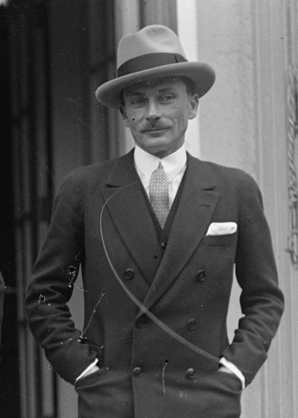 File:Lucien Lelong in 1925.tif