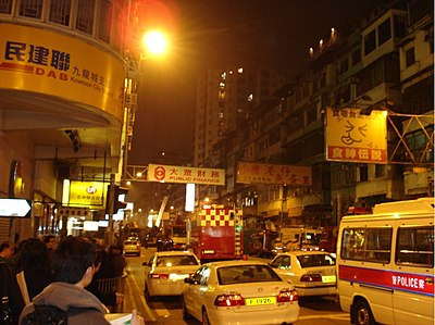 No traffic was allowed along Ma Tau Wai Road because of collapsing buildings. The photo shows the road at 11:29pm on January 29.