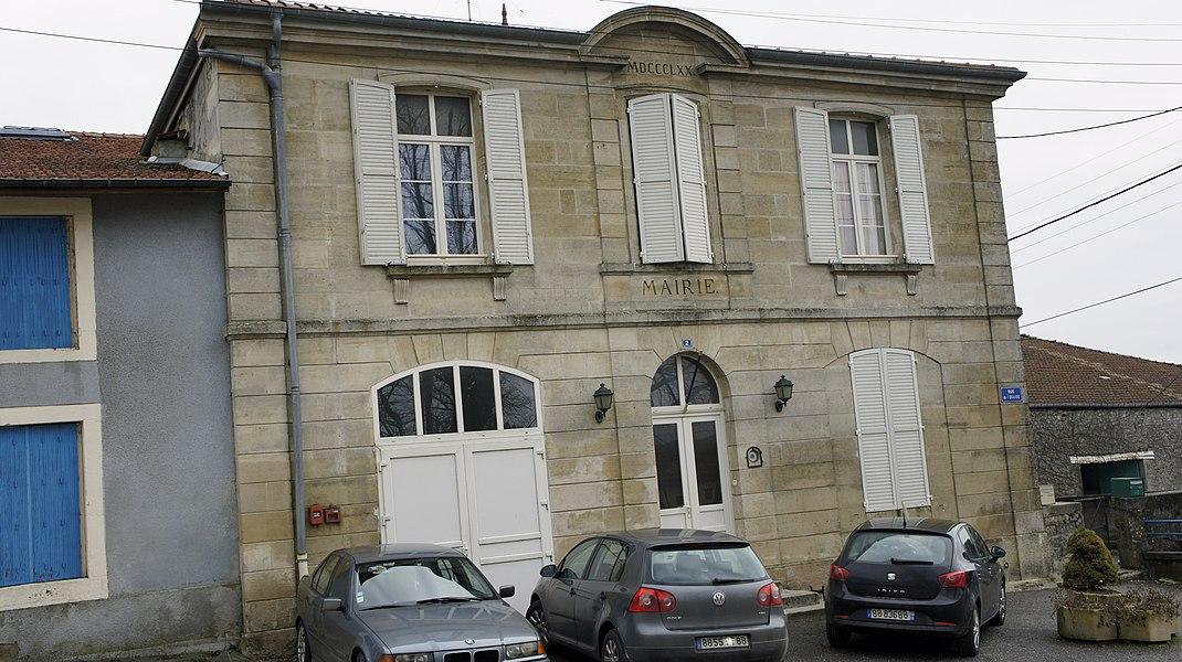 La mairie de Chaumont-sur-Aire.