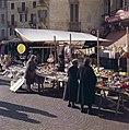 Markt in Ascona, Bestanddeelnr 254-6056.jpg