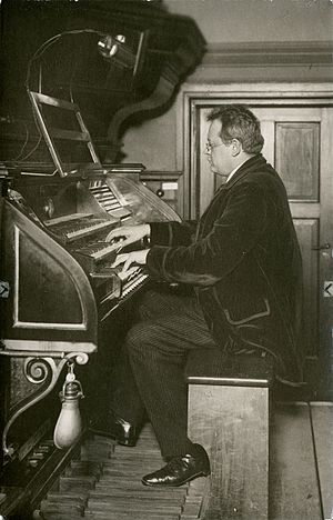 Sieben Stücke, Op. 145 - Reger playing the Sauer organ in the Leipzig Conservatory in 1908