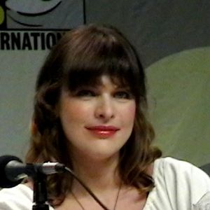 Milla Jovovich at Comic Con 2007 promoting Res...