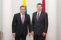Ministru prezidents Valdis Dombrovskis tiekas ar Lietuvas parlamenta priekšsēdētāju Vīdu Ģedvilu (8266002875).jpg