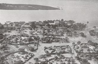 Niamey - Niamey in December 1930. The large house in the centre is the French governor's residence. Air photo taken by Swiss pilot and photographer Walter Mittelholzer.