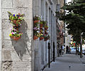 Montréal - Corner flower (2613093307).jpg