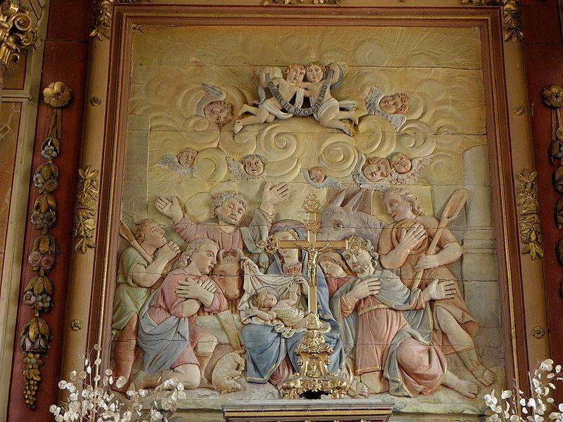 Église Saint-Martin de Montreuil, commune de Montreuil-Poulay (53). Maître-autel et son retable. Bas-relief de l'adoration des bergers.