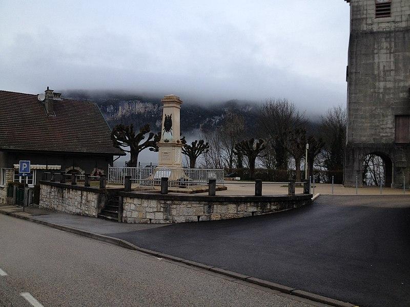 Monument aux morts de Dortan.