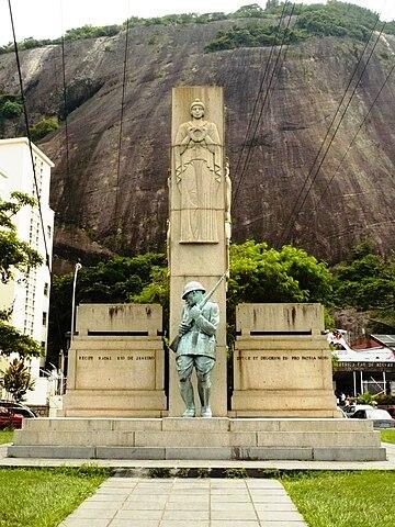 Monumento na Praia Vermelha (Rio de Janeiro) em homenagem aos soldados mortos durante a Intentona Comunista.