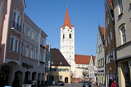 Moosburg Stadtplatz mit St. Johannes