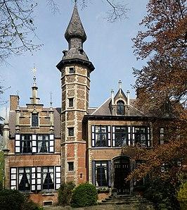 Kasteel Hof Ten Dorpe in Mortsel dat gebruikt werd voor de buitenopnames