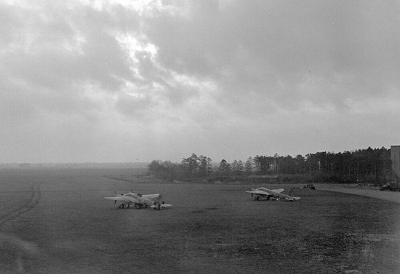 File:Mossie Airfield 2.jpg