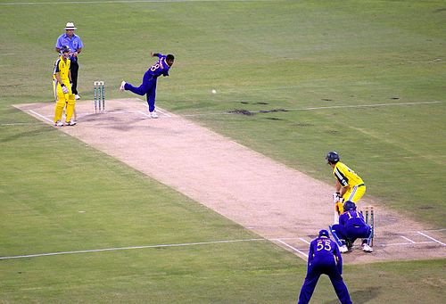 Muttiah Muralitharan bowls to Adam Gilchrist in a One Day International in 2006. Muralitharan bowling to Adam Gilchrist.jpg