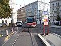 Náměstí Kinských, tramvaj přejíždí californien (01).jpg