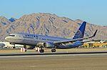 N33264 United Airlines 2001 Boeing 737-824 - cn 31584 - ln 916 (9910506704).jpg