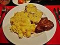 Namibia unser Hotel Etosha Speisesaal Abendessen Oryx 2.jpg
