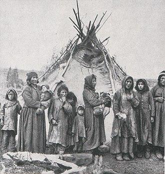Naskapi - Naskapi women, wearing woolen and deerskin clothing, 1908