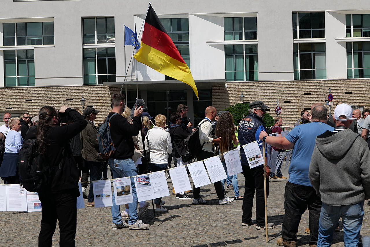 Nationalist protest Berlin 2020-06-06 08.jpg