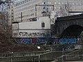 Negrelliho viadukt, budova u Rohanského nábřeží, ze Štvanice.jpg