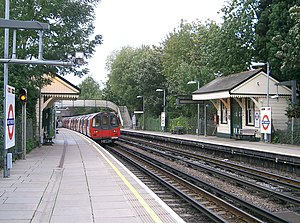 West Finchley tube station - Image: Northbound train leaving West Finchley