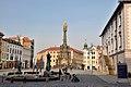 Olmuetz, Oberring mit Dreifaltigkeitssaeule, Rathaus und Brunnen (26839503349).jpg