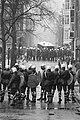 Ontruiming Grote Wetering , kraakpand in Amsterdam ontruimd door ME en marechaus, Bestanddeelnr 931-1853.jpg