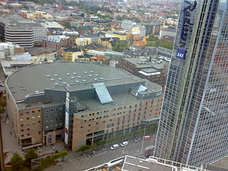 Oslo Spektrum - Oslo Spektrum (left, next to the Oslo Plaza tower building)