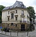 P1260927 Paris XVIII place Dalida maison rwk.jpg