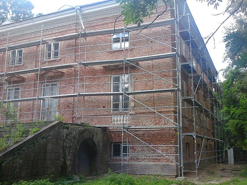 File:Pałac w Cieleśnicy - remont - panoramio (1).jpg