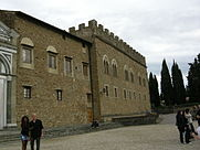 Palazzo_dei_Vescovi_a_San_Miniato_al_Monte_01.JPG