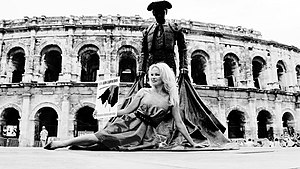 Pamela Anderson in front of the Arena of Nîmes in public campaign against bullfights (July 21, 2017).