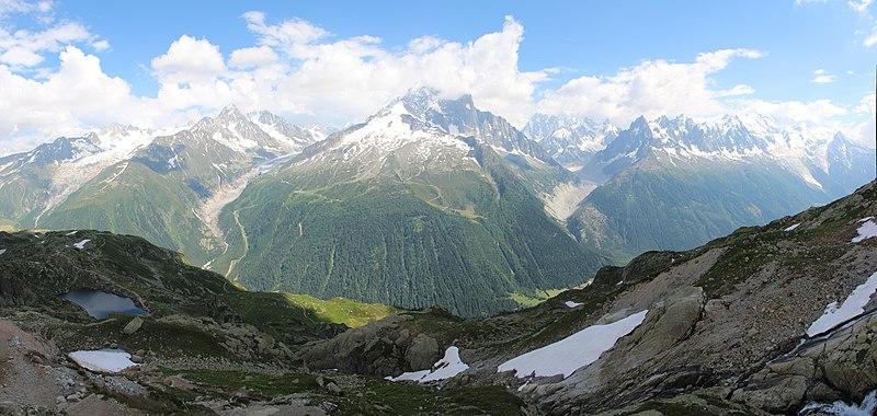 File:Panoramic view onto Glacier du Tour, Aiguille du Chardonnet, Glacier d'Argentière, Aiguille Verte, Mer de Glace and Mont Blanc - panoramio (1).jpg
