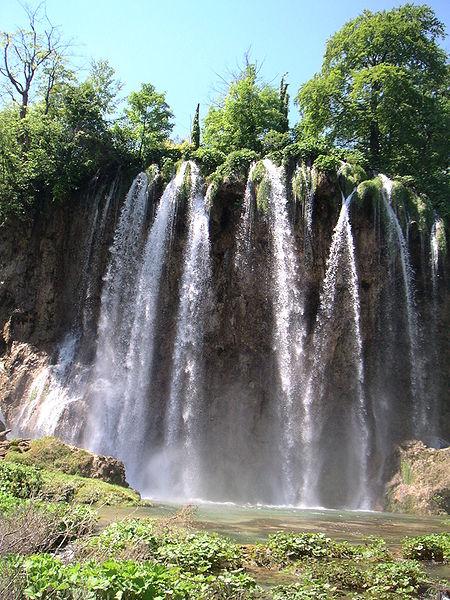 Fitxer:Parc national des lacs de Plitvice-Chutes d'eau.jpg