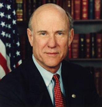 Pat Roberts - Previous official congressional portrait of Pat Roberts