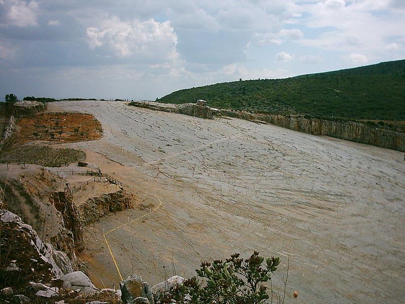 Image:Pegadas da Serra de Aire - trilho.JPG