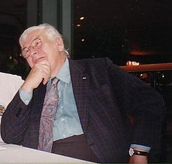 Peter-Ustinov-at-a-book-signing-in-Brisbane.JPG