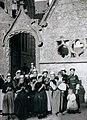 Philippe Tassier Penmarch Dentellières devant l'église Saint-Nonna.jpg