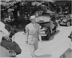 Robert E. Hannegan - Image: Photograph of Postmaster General Robert Hannegan, evidently arriving at the White House for a Cabinet meeting. NARA 199143